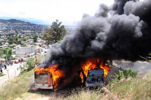 12.-Quema de camiones 2006