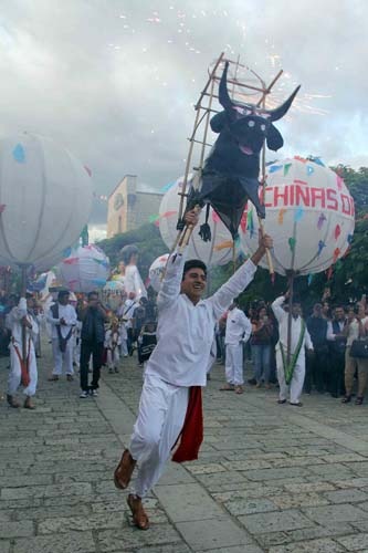 Desfile delegaciones-Guelaguetza-Oax.