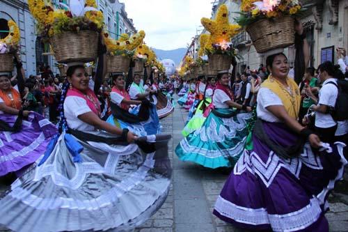 Desfile delegaciones-Guelaguetza-Oax.3
