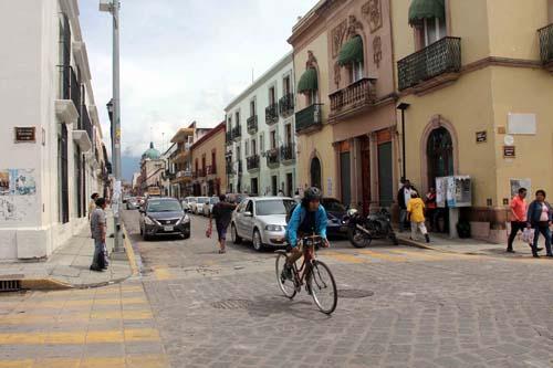 Libre calle de Armenta y López