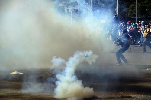 Federales vs maestros-examen a maestros Tlalixtac Oax-28 noviembre 2015