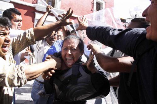 visita de calderon en gob de Cue-maestros capturan a federal-15 febrero 2011