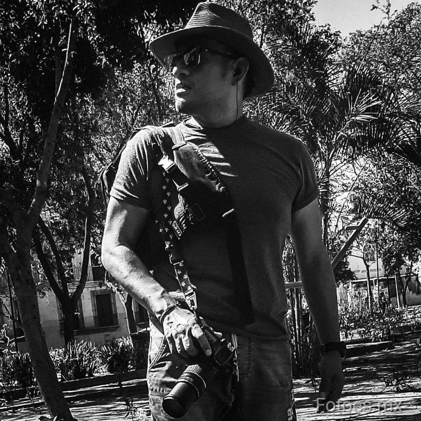 Max Núñez, Fundador de Agencia Fotoes